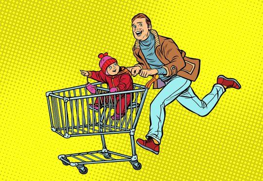 Père poussant un caddie avec son enfant
